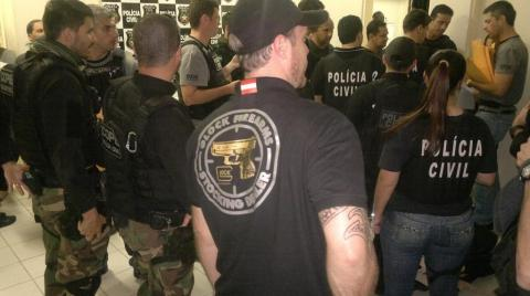 Policiais civis de Santa Catarina, Paraná e Rio Grande do Sul em operação policial em Joinville