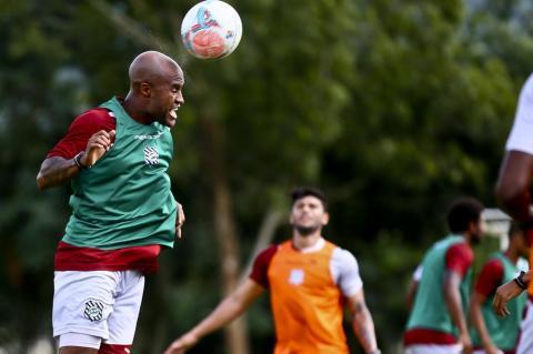 Marcos Assunção faz primeiro coletivo com o elenco do Figueirense