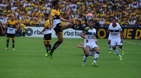 Lances do jogo entre Criciúma e Figueirense no Heriberto Hülse