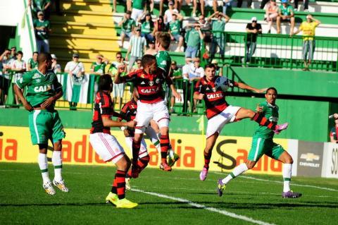Na volta à Arena Condá, Chapecoense vence o Flamengo