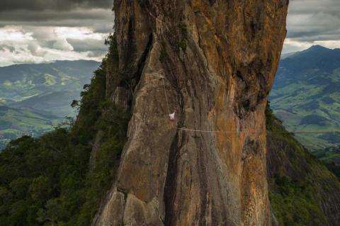 Catarinense bate recorde sul-americano de highline