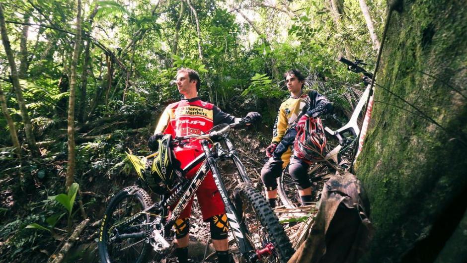 Nataniel e Lucas Borba nas trilhas de Ibirama