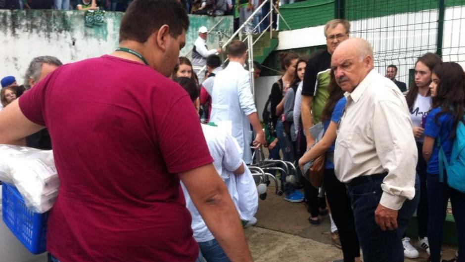 Medicamentos e enfermeiros chegam para atender familiares da delegação da Chapecoense.