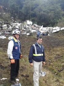 Carlos Iván Márquez Pérez (D), Director de la UNGRD, realiza seguimiento a operación de búsqueda y rescate en la zona del siniestro.