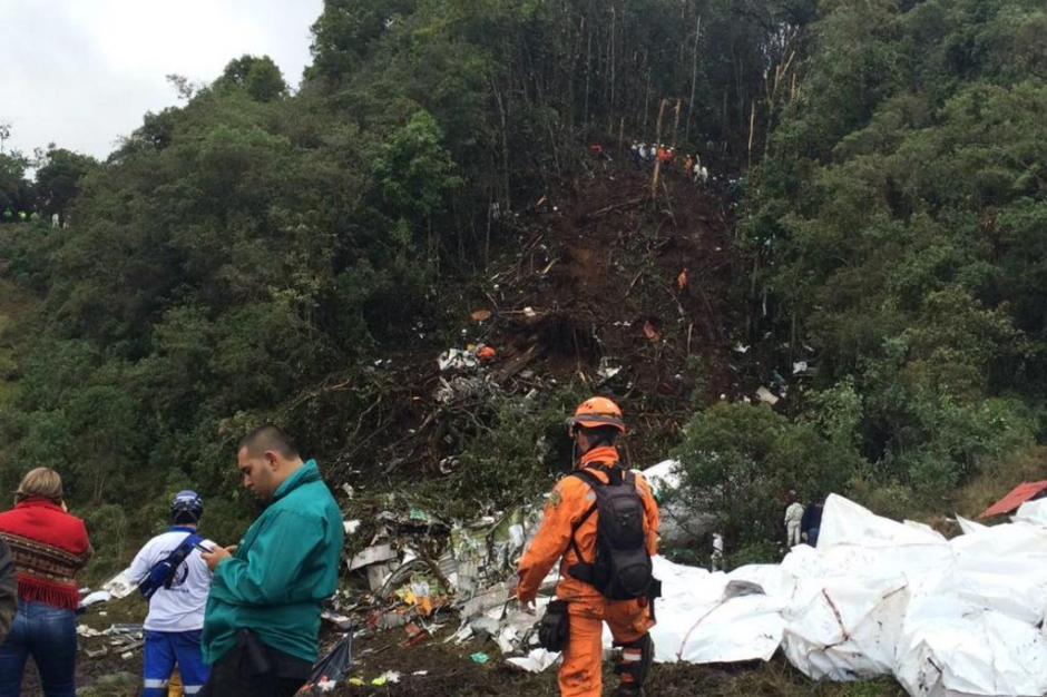 O avião transportava 71 passageiros  e nove tripulantes.