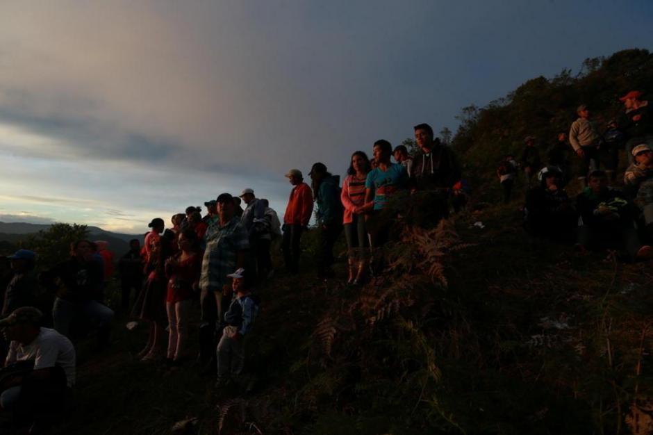 MEDELLIN, COLOMBIA, 29/11/2016 - Imagens do local do acidente com avião que levava a equipe da Chapecoense para a final contra o Nacional de Medellín da Colômbia. Pertences de jogadores e tripulantes do voo foram encontrados. (Foto: Bruno Alencastro/Agência RBS)